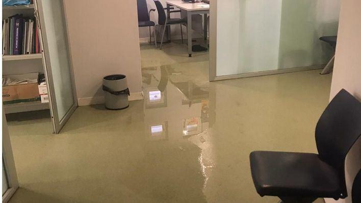 Denuncian la presencia de aguas fecales en el área de Pediatría del centro de salud de Pere Garau