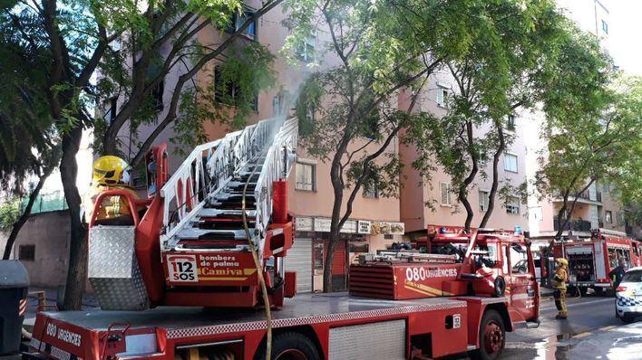 Una docena de evacuados por el incendio de un piso en Son Gotleu