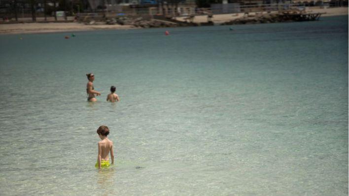 Un 42,6 por ciento de los encuestados no va a la playa en Fase 2