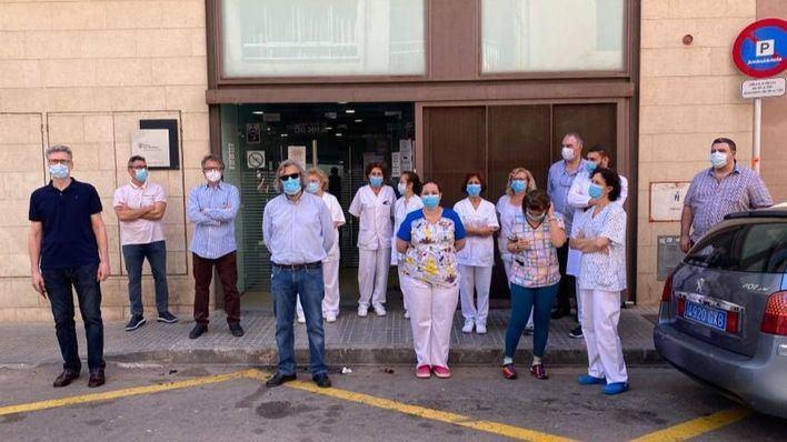 Médicos y sanitarios claman contra el vertido de aguas fecales en el centro de salud de Pere Garau