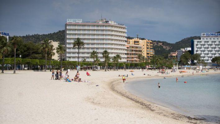 Adiós a los seis metros entre orilla y toallas: el Gobierno retoca la orden para playas