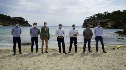Calvià retorna a las playas durante el invierno una parte de la posidonia retirada
