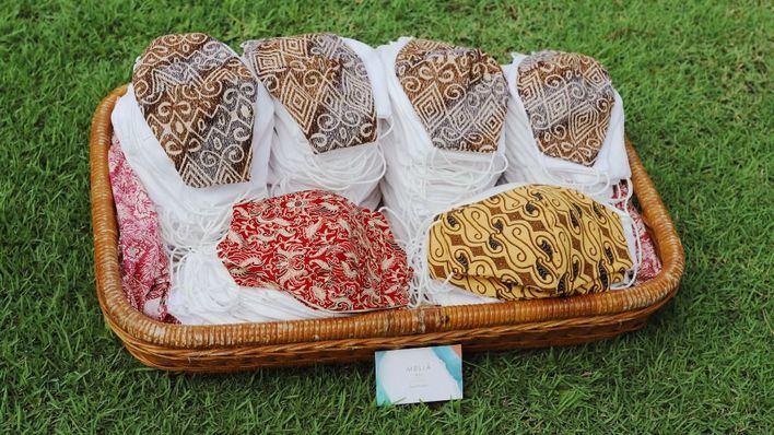 Meliá transforma sábanas y fundas de almohadas en mascarillas y las donará a países de América y Asia