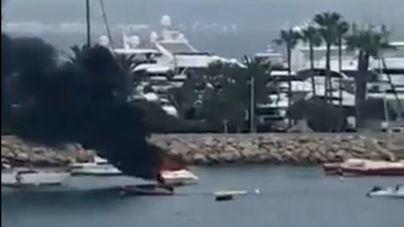 Arden dos embarcaciones en Portals