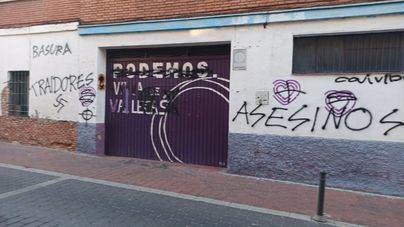 """Pintadas de esvásticas, """"traidores"""" y """"asesinos"""" en una sede de Podemos"""