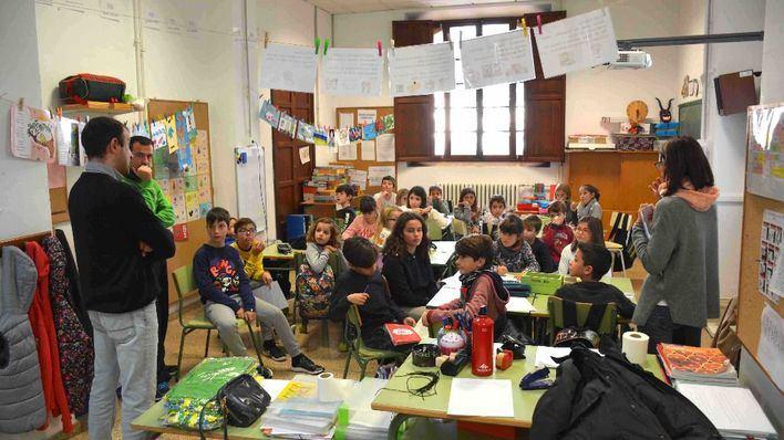 Los niños transmiten menos el virus: el argumento del Gobierno para la 'vuelta al cole' presencial