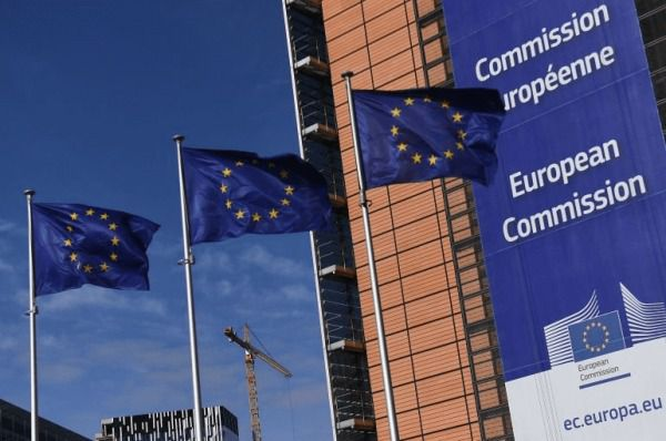 Bruselas insta a abrir las fronteras de la UE ante la eliminación de las restricciones a viajar