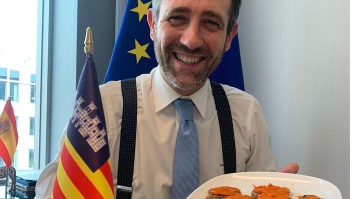 Bauzá apuesta por la sobrassada para 'mallorquinizar a los belgas'