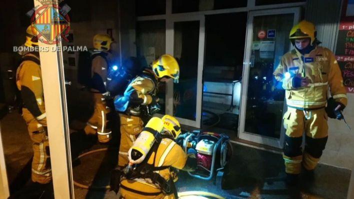 Una mujer, herida grave en el incendio de un piso en Palma