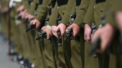 Militares vigilan las fronteras de Nueva Zelanda tras la entrada de infectados de coronavirus