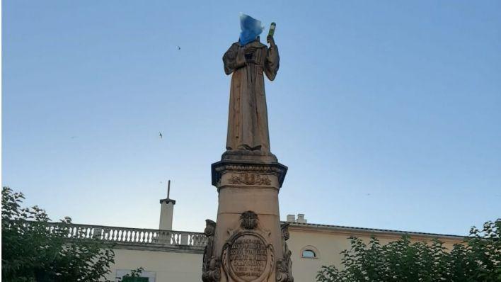 Nuevo ataque a la figura de Fra Juníper Serra: ahora en Petra