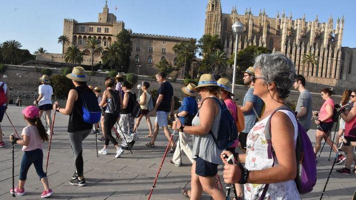 'Nordic Walking a la fresca' arranca edición en el Parc de la Mar
