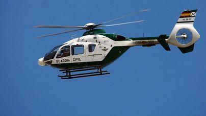 El helicóptero de la Guardia Civil evacua el cuerpo