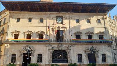 Cort también ha mostrado la bandera LGTB en su fachada