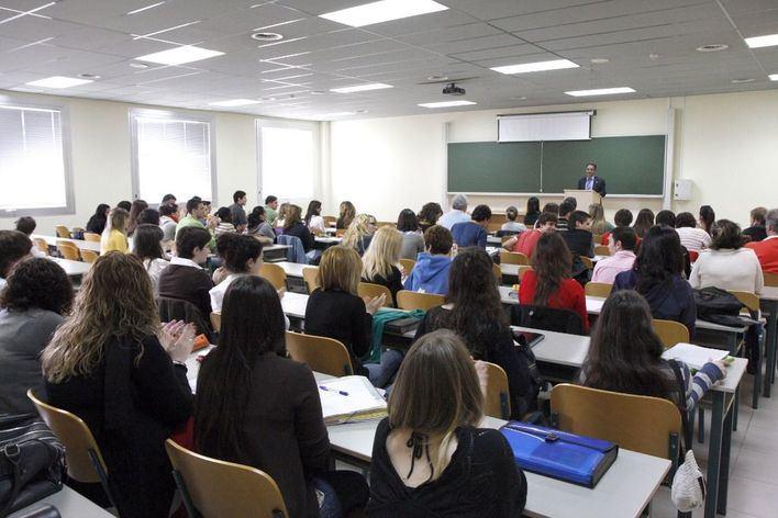 STEI advierte de un recorte de hasta 350 profesores en el próximo curso escolar