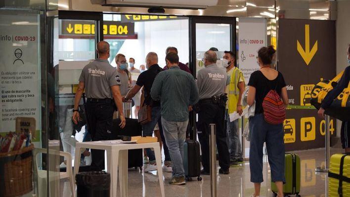 Arrancan los controles sanitarios a los viajeros que lleguen a España