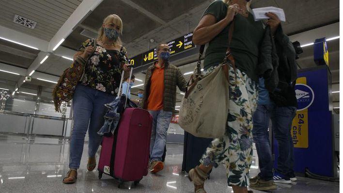 AENA atribuye las colas en Son Sant Joan a que los pasajeros llegan sin haber cumplimentado los formularios