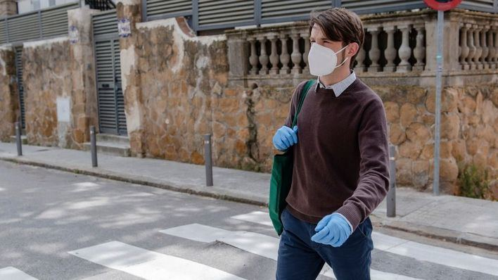 Europa rechaza recomendar el uso generalizado de guantes contra el coronavirus