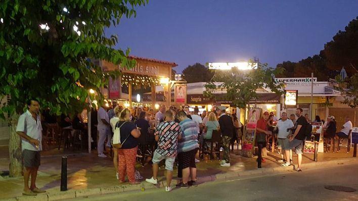 Un bar de Peguera se enfrenta a una sanción de 30.000 euros por aglomeración de gente sin mascarilla