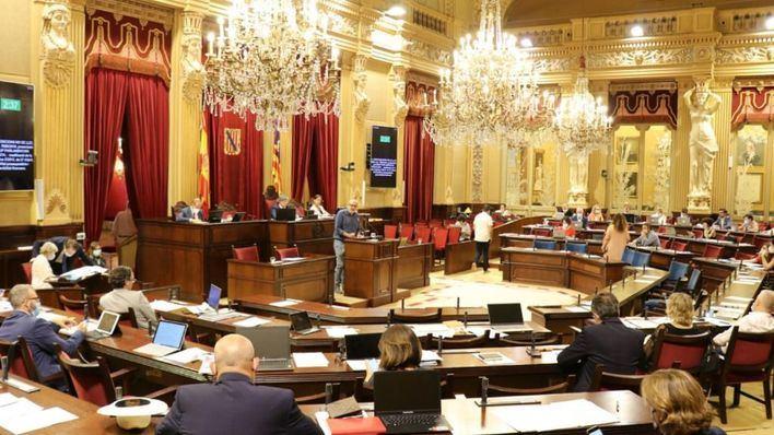 El Parlament rechaza, aunque con voces discordantes, la ampliación del aeropuerto
