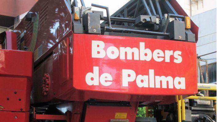 Desalojan un edificio próximo a s'Escorxador, en Palma, a causa de un incendio en el séptimo piso