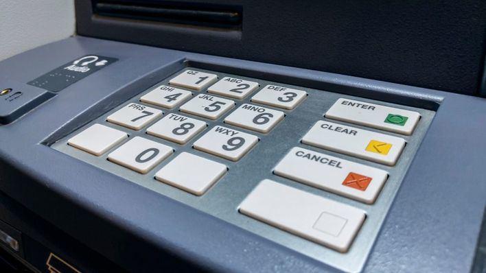 Usan sustancias inflamables para intentar abrir la caja fuerte del cajero de un banco en Marratxí