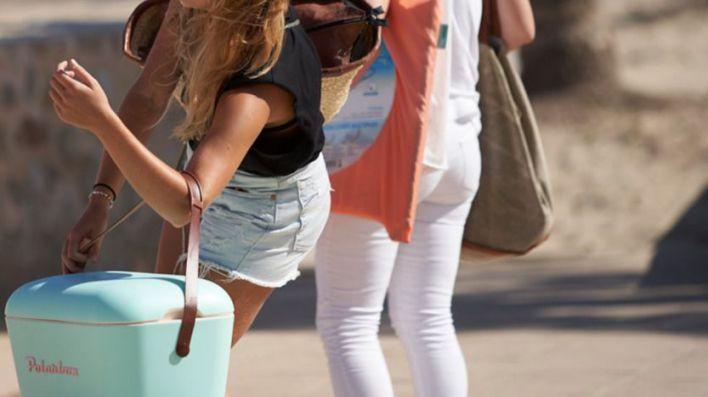 La familia de turistas que ha dado positivo en Menorca es trasladada a un alojamiento turístico sin clientes
