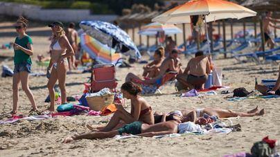 Calvià cierra el acceso a varias playas ante el exceso de aforo