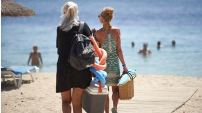Calvià vuelve a cerrar los accesos a algunas de sus playas para evitar un exceso de aforo