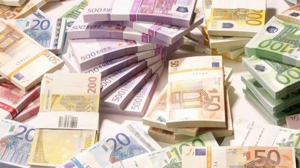 Pagar con dinero en efectivo es menos arriesgado frente al coronavirus que usar la tarjeta de crédito