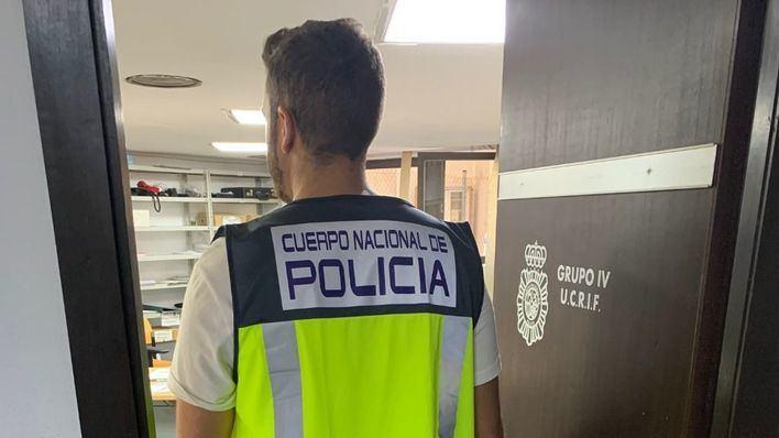 Detenidos por obligar a un empleado a trabajar 17 horas al día lavando coches