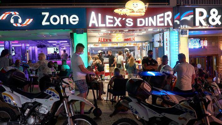 El Govern cierra otras dos calles de Magaluf para reforzar la guerra contra el turismo de excesos