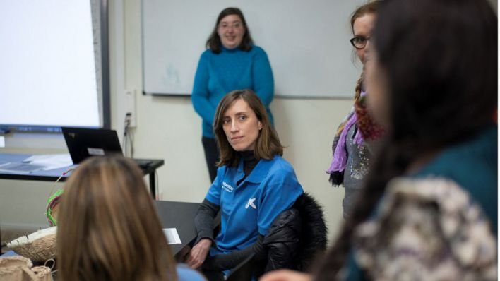 Voluntarios de la Caixa imparten talleres de educación financiera a personas con pocos recursos