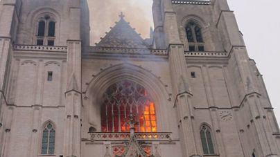 Arde la catedral de Nantes
