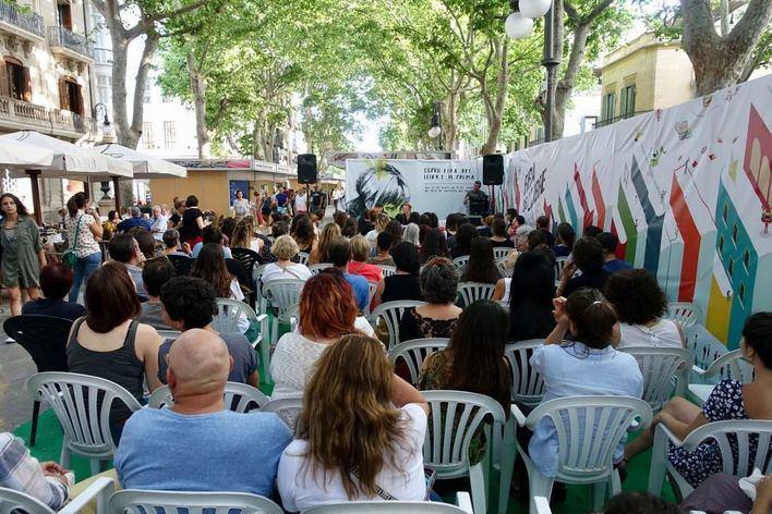 Poesía, historia y ficción en la Feria del Libro este jueves