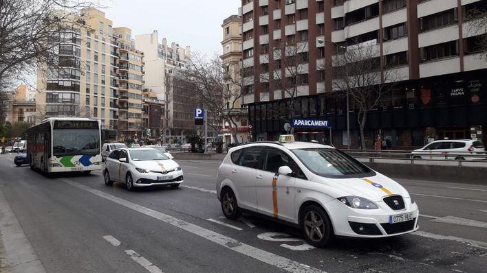 Los taxistas amenazan con plantarse si Cort no autoriza más libranzas por la falta de turistas