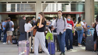 Los aeropuertos baleares operarán este fin de semana un 15 por ciento más de vuelos que el anterior