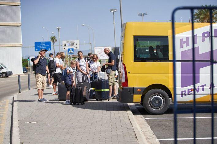Los aeropuertos de Baleares reciben este domingo 730 vuelos, de los que 467 son internacionales
