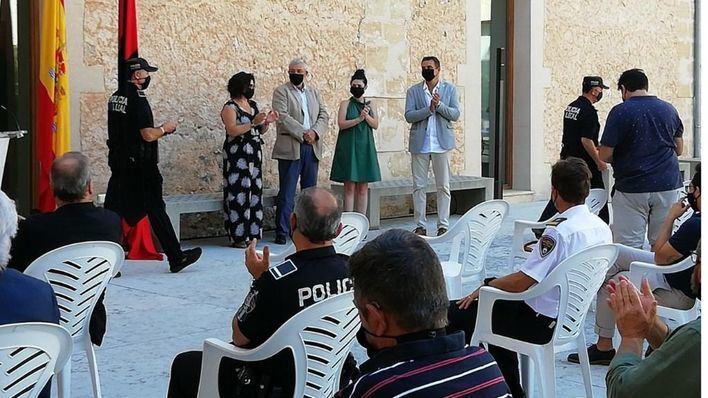 Pollença rinde homenaje a su Policía Local en el acto de entrega de la Cruz al Mérito