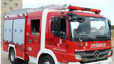El fuego afecta a una zona de la urbanización Puig de Ros, en Llucmajor