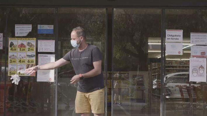 Cort inicia una campaña para evitar que se abandonen mascarillas y guantes en la vía pública