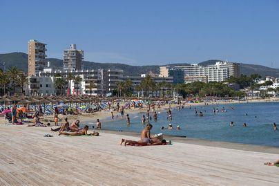 El 74,1 por ciento de los ciudadanos cree que se debería prohibir fumar en playas y terrazas