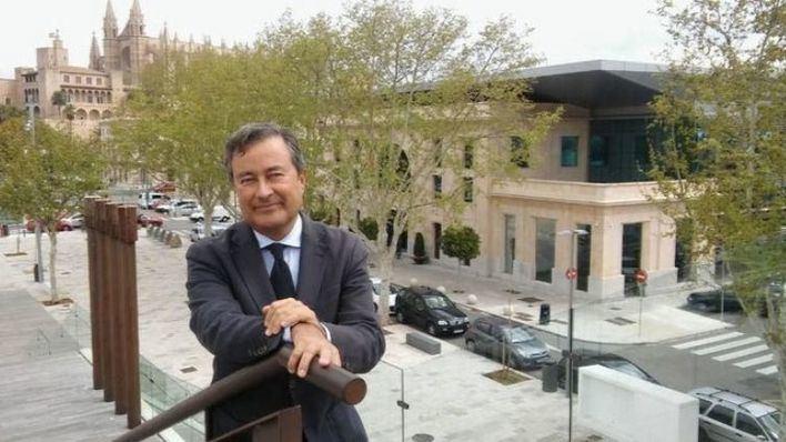 Armengol elogia la labor de Gual de Torrella y le agradece que haya puesto su cargo a disposición del Govern