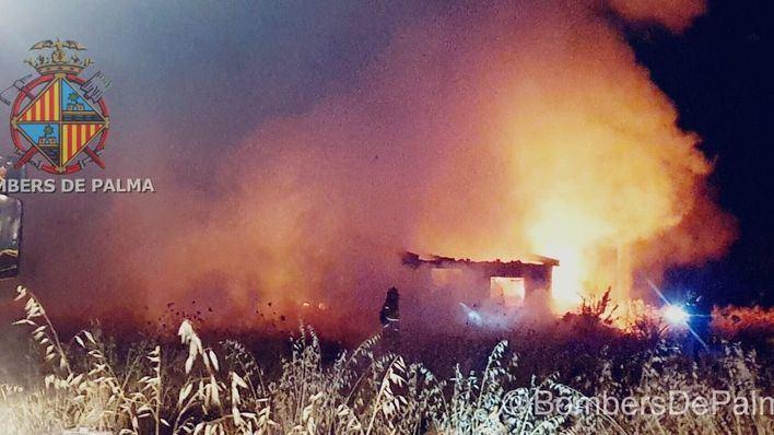 Un 'pitbull' ataca a un policía durante la extinción de un incendio en una caseta de Son Fusteret