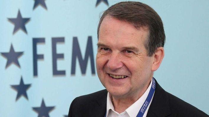 La FEMP aprueba permitir a los ayuntamientos ceder sus remanentes a Hacienda sólo con el voto del PSOE