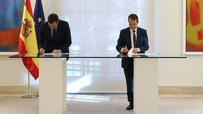 Sánchez y Caballero firman el acuerdo sobre los remanentes