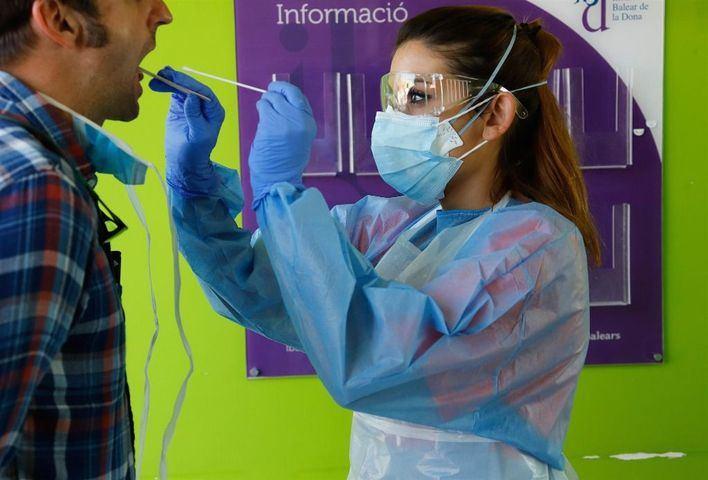 España anota un nuevo máximo de contagios en un día: 1.772, el 65 por ciento en Aragón y Madrid