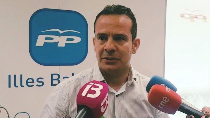 El PP pide 'reducir a la mitad los cargos políticos, en lugar de recortar el salario de los empleados públicos'