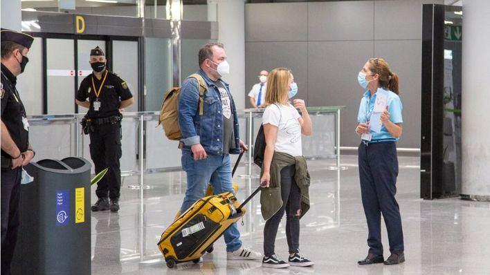 La práctica totalidad de los países Schengen recomienda no viajar a España