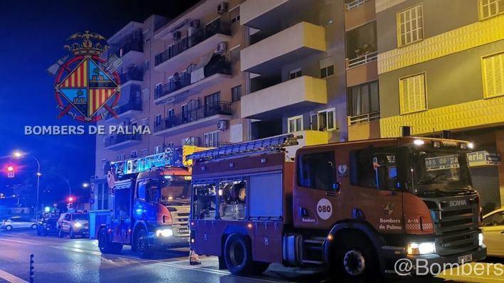 Dos intoxicados en un incendio en Palma